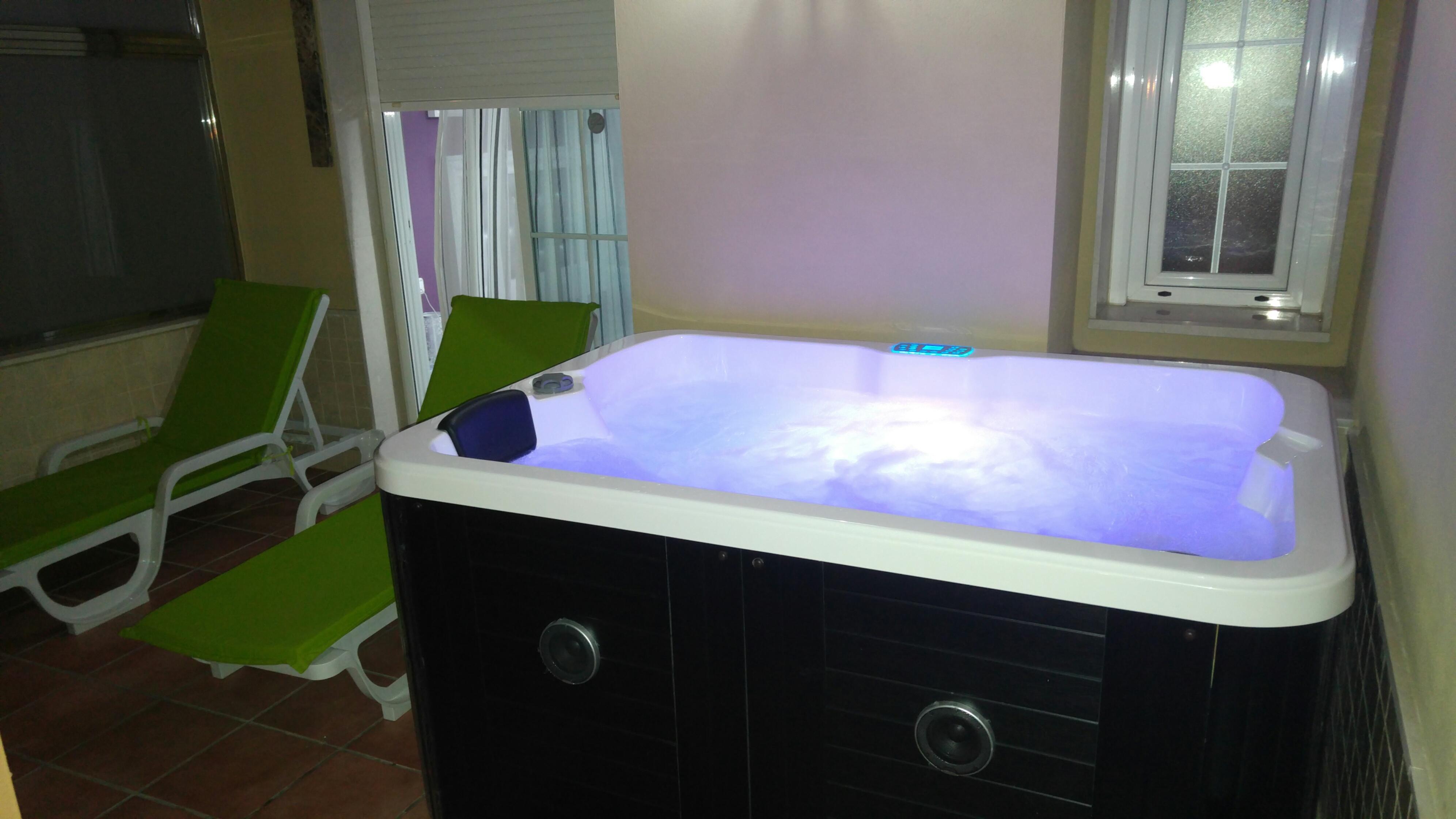 Jacuzzi En Terraza.Miraya Hotel Torre Del Mar Habitacion Con Jacuzzi Y Vistas Al